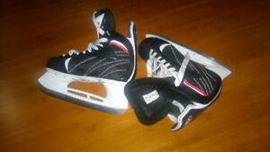 Almost new boys skates, nearly sharpened !!!