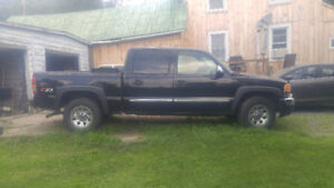 2004 GMC Sierra 1500 Black Pickup Truck