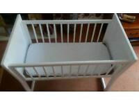 Baby's free standing crib