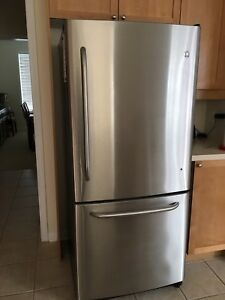 GE Refrigerator Bottom Freezer