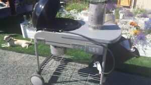 WEBBER CHARCOAL BRIQUETT DOME BARBEQUE (CHEMAINUS)