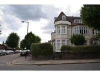 2 bedroom flat in Fox Lane, Palmers Green
