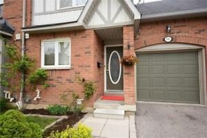 C/Erin Mills 3 Br Condo Townhouse W/ Fin Bsmt - Low Condo Fees!