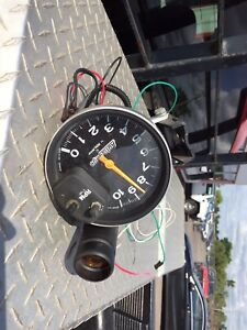 AUTO METER AUTO GAGE TACH WITH SHIFT LIGHT