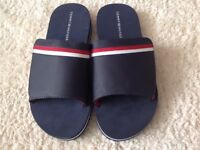 TOMMY HILFIGER FLIP FLOPS/SLIDE ON'S