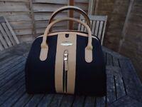 Samsonite London Beauty Case / Black and Tan Colour