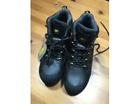 Anvil safety boots size 8 (42)