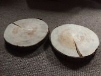 2 log slices used for wedding decorations