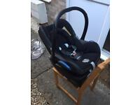 Isofix car seat set, maxi cosi, cabriofix 0 -13kg and pearl 9-18kg, includes family fix base