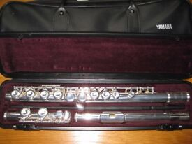 Flute Yamaha YFL211UK with hard and soft carry cases