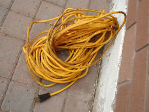 80 FOOT GROUNDED OUTDOOR EXTENSION CORD