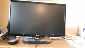 21 inch LG Tv, with remote.
