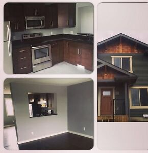 Room for Rent AB Side New Townhouse