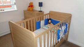 Mamas and Papas Baby/Toddler cot and bed