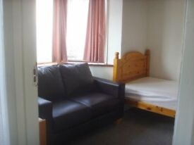 Room in Shared House, Huntingdon. Nr. Town, Railway, WIFI, Central Heating