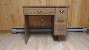 mint condition 3 drawer oak sewing machine cabinet with leaf