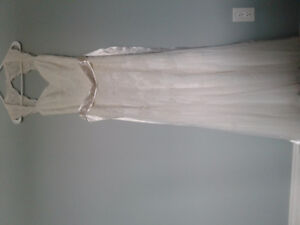 Keyhole wedding dress size 4 unaltered. Beaded sash incl.