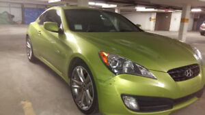 ** 2010 Hyundai Geneis Track - Damaged - Easily Fixable - CHEAP