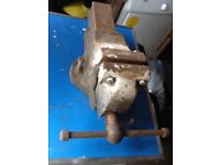"""Engineers Bench vice with 4 1/2"""" wide jaw"""