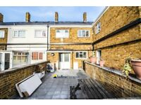 Split level three bedroom maisonette with two baths moments from Canary Wharf LT REF: 4267715