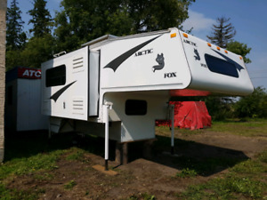 03  ARCTIC FOX 10FT   TRUCK CAMPER VERY NICE CONDITION