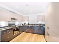 2 bedroom flat to rent in Brentford