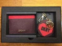 GORGEOUS DKNY SAFFIANO LEATHER CARD HOLDER & KEYRING SET