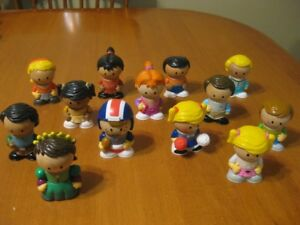 PLAYTOWN WOODEN FIGURE LOT OF 13 LITTLE PEOPLE