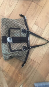 Gucci hand bag used once, still in perfect condition