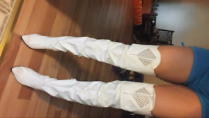 White leather dress  boots . shoes size 10