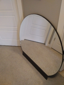 Large mirror that can go on chest of drawers, or wall