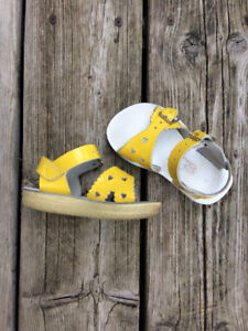 Infant Size 5 Genuine Leather Saltwater Sandals - Barely Worn
