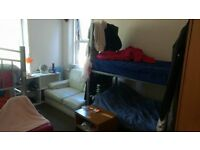 Shareroom,cheap accomodation,student accomodation, room to share,bed for rent,no deposit,no contract