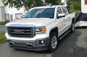 2015 GMC Sierra 1500 SLT. Loaded.