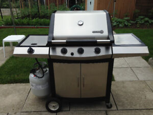 Like-new Centro BBQ with side burner (Propane)