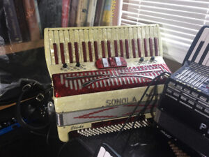 SONOLA ACCORDION FOR SALE - price can be negotiated