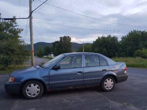 1998 Toyota Tercel CE Idéal pour course de démolition ou pièces