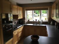 Solid wood shaker style kitchen plus hob, single oven & integrated Bosch diswasher