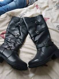 How Brown boots New size 4