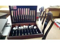 New 44 piece Arthur Price canteen set of cutlery ( Willow) rrp:£459 accept £300