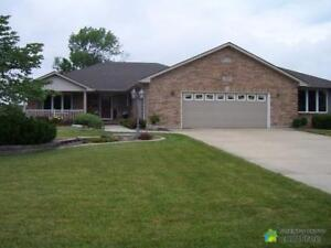 $469,900 - Bungalow for sale in Petrolia