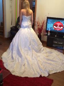 Robe de marié porter seulement pour la photo