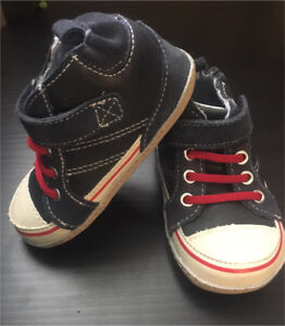 BRAND NEW Adorable Robeez Boys Shoes