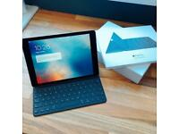 iPad Pro 128gb excellent condition - with Apple keyboard