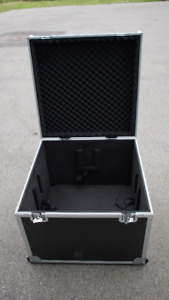 Shipping cases on wheels - Caisses de transport sur roues