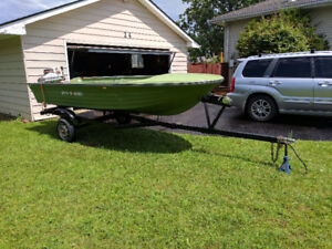 14ft boat, 25hp motor & trailer. *NEEDS NOTHING*