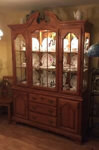 REDUCED Dining room hutch display cabinet and server