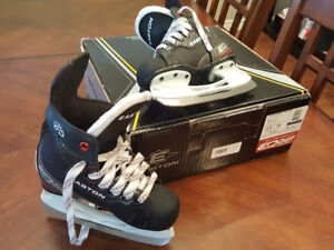 Easton Like New Size 11 shoe 12.5 Children's Hockey Ice Skates