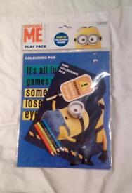 DESPICABLE ME MINIONS COLOURING PADS WITH FOUR COLOURED PENCILS. NEW.