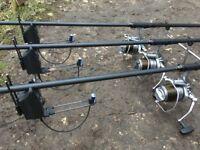3x Sonik S4 Rods and 2x Sonik 42in Landing Nets